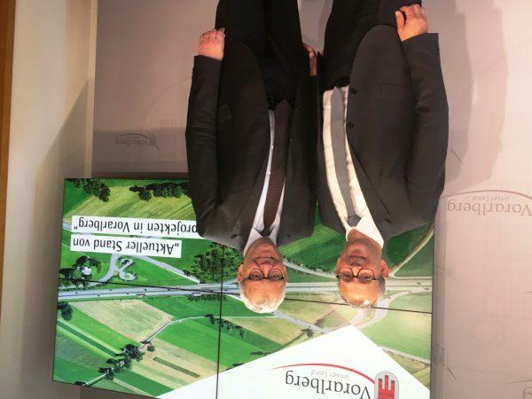 Alexander Walcher und Karlheinz Rüdisser präsentierten die Straßenbauprojekte. VLK