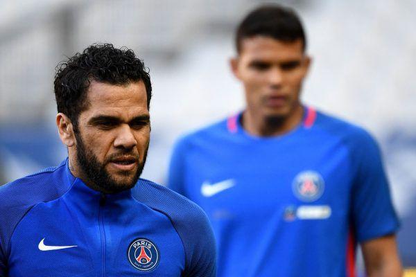 Alves bangt um um die WM. AFP