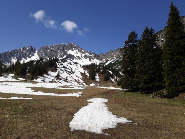 Ausblick während der Wanderung: Der 2156 Meter hohe Alpilakopf. Hertha Glück