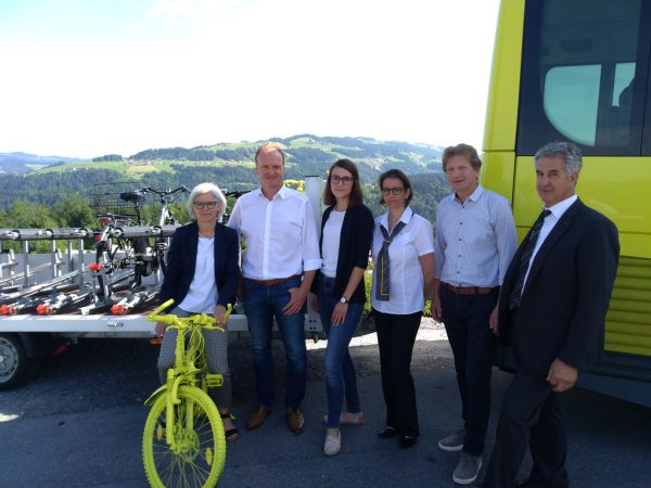 Den neuen Fahrrad-Anhänger für den Bus präsentierten die Verantwortlichen der Regio und des Verkehrsverbundes Vorarlberg am Montag. Regio Bregenzerwald