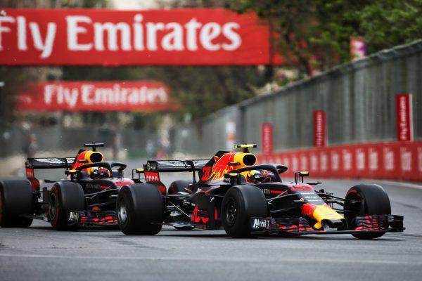 Die Teamkollegen Daniel Ricciardo und Max Verstappen kollidierten. GEPA