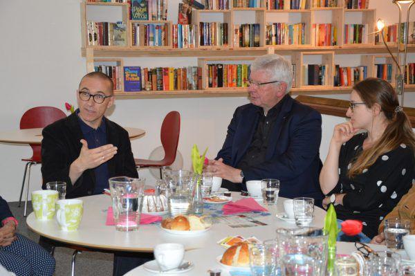 Diskussion über gesellschaftliche Veränderungen. Caritas