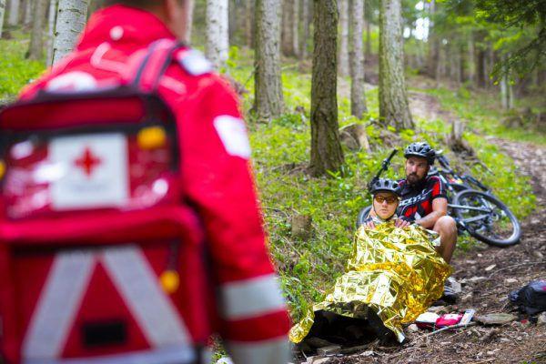 Experten des Roten Kreuz empfehlen, bei Ausflügen eine Outdoor-Apotheke mitzunehmen.ÖRK/Kellner