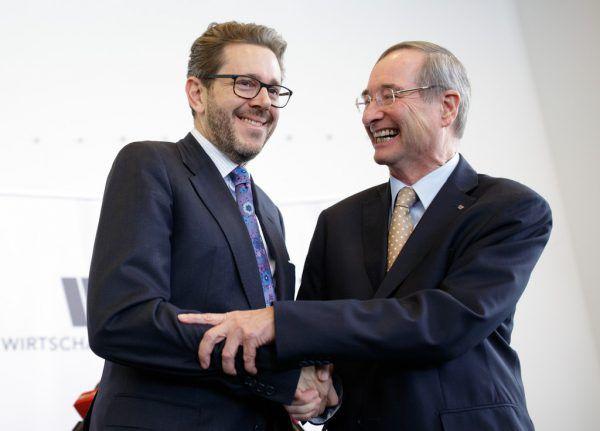 Harald Mahrer (l.) und Christoph Leitl im November 2017. Heute übergibt Leitl Mahrer den WKÖ-Chefposten. APA/Hochmuth