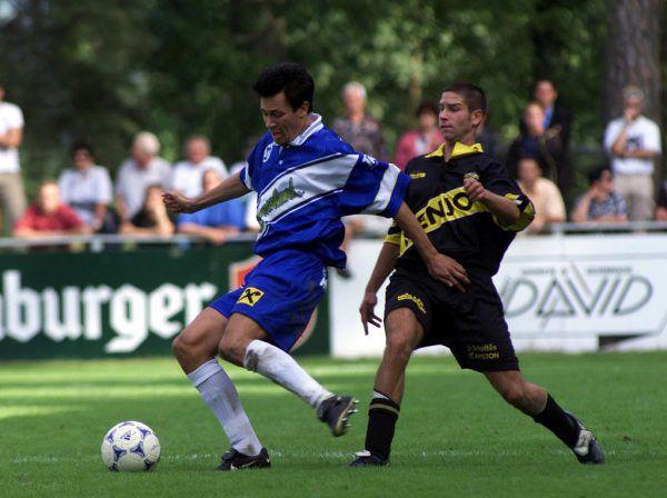 Hards Martin Meinl (l.) anno 1999 gegen Altachs Daniel Fehn. Kaum zu glauben: In der nächsten Saison herrscht zwischen den damaligen Kontrahenten ein Unterschied von vier Klassen. Dietmar Stiplovsek