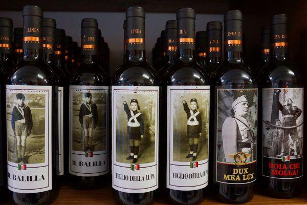Im Internet und in Italien gibt es Weine von Hitler und anderen. APA, Shutterstock