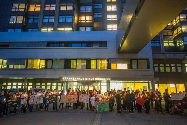 Im März dieses Jahres wurde für eine onkologische Betreuung von Kindern am Dornbirner Stadtspital demonstriert. Archiv/Hartinger