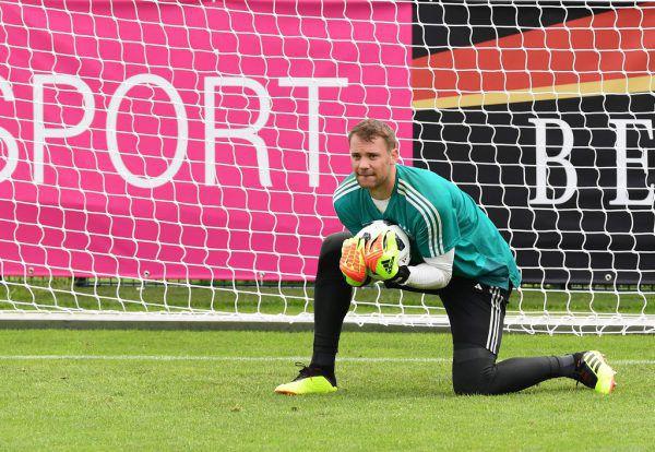 Im Training musste Manuel Neuer bereits kraftvoll zupacken. APA