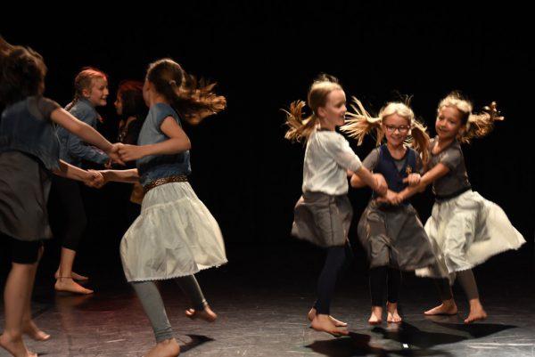 Junge Tänzerinnen der Musikschule Dornbirn. Caroline Begle