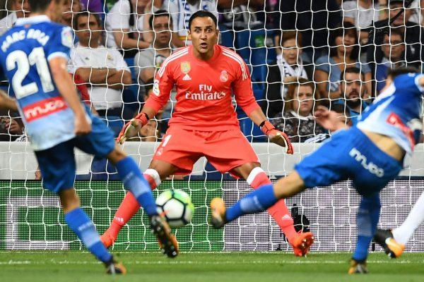 Keylor Navas steht nun seit drei Jahren im Tor von Real Madrid. Dabei war er vor seiner Beförderung zum Stammkeeper eigentlich schon so gut wie weg. Mit ihm im Tor gewann Real zuletzt drei Mal en suite die Champions League.Reuters, AFP, AP