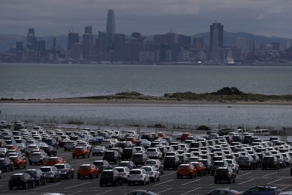Pkw vor der Einfuhr in der Nähe des Hafens in Richmont, Kalifornien.Donald Trump lässt auch Importzölle für Autos prüfen. Das sorgt für Nervosität.APA/AFP/GETTY IMAGES
