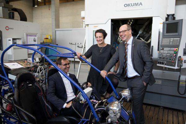 Spaß an der Sache: Markus Wallner (l.), Tanja Eiselen und Stefan Fitz-Rankl im Mechanical Lab der FH. FH