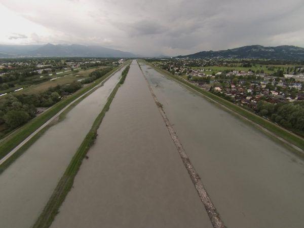 Was es bei steigendem Wasserpegel am Rhein zu beachten gilt, steht in einer neuen Broschüre.Archiv/vol.at, VLK