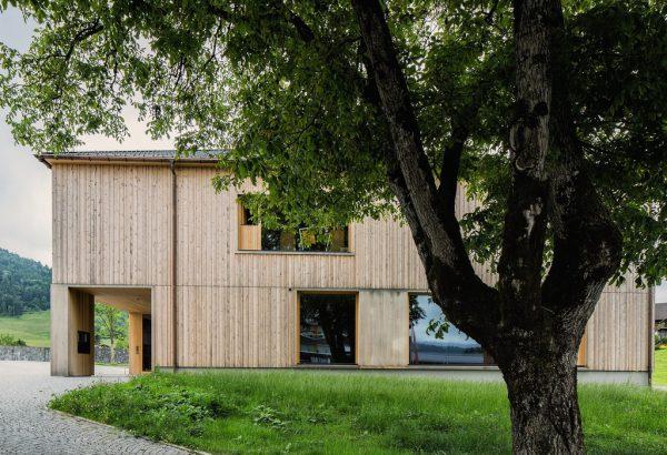 Das Pfarrhaus in Krumbach fungiert als Impulsgeber für nachhaltiges Bauen in Vorarlberg.Markus Gmeiner