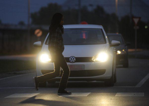 Etwa 180 Unfälle bei Dunkelheit mit Fußgängern oder Radfahrern gibt es jährlich im Ländle.Apa/symbolbild
