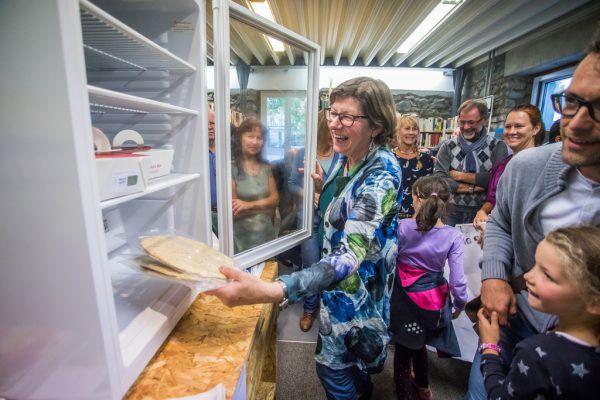 """Vor einem Jahr wurde der """"offene Kühlschrank"""" eingeweiht.Steurer"""
