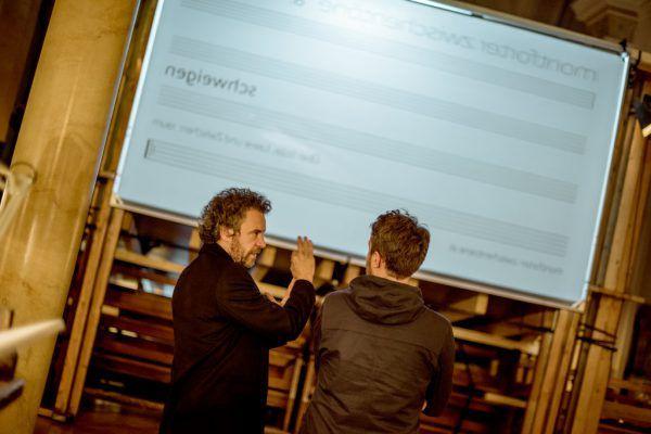 Die Musiker improvisierten zu den Bildern. Kleines Bild: Juri Troy (l.). Victor marin (2)