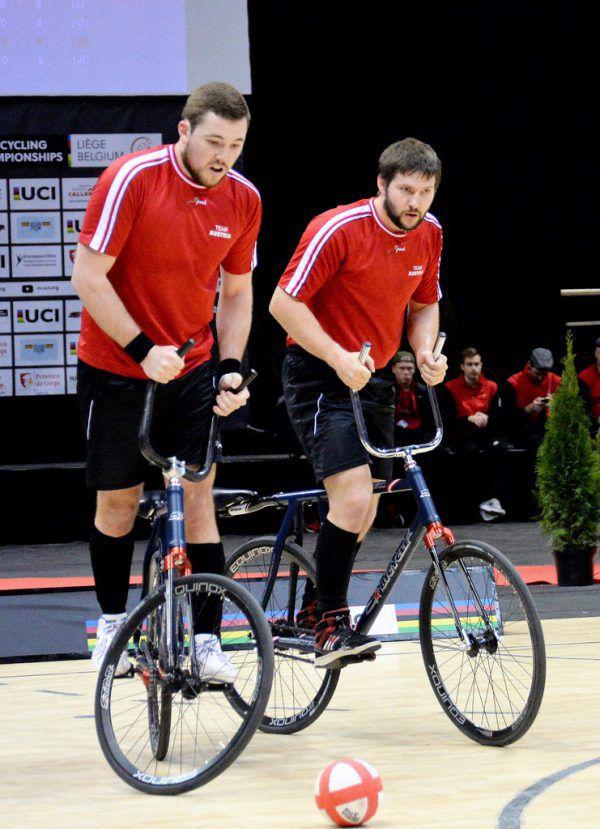 Patrick Schnetzer (l.) und Markus Bröll wollen noch einen sechsten WM-Titel. Lubetz