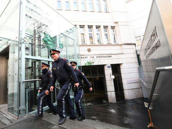Am Straflandesgericht in Wien wird dem 16-Jährigen der Prozess gemacht.APA/HELMUT FOHRINGER