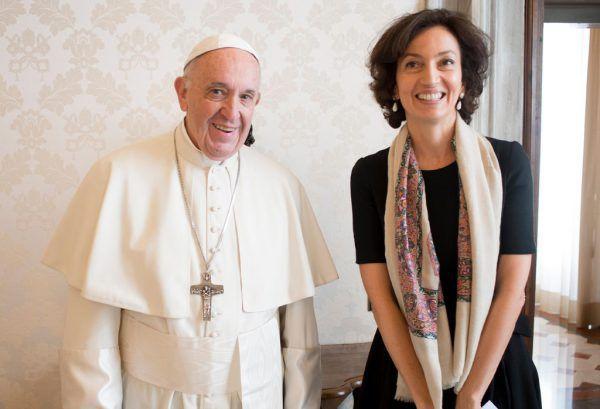 Arbeiten am Geburtstag: Papst Franziskus mit Unesco-Direktorin Audrey Azoulay.APA/AFP