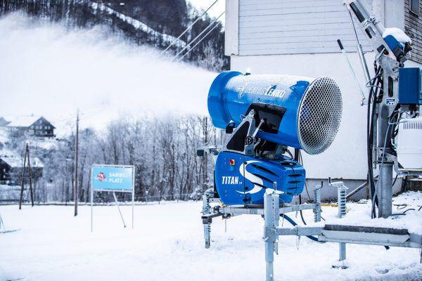 Bei derzeitigen Witterung kann beschneit werden, wie hier in Mellau.Frederick Sams