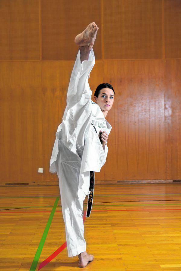 Bettina Plank verwandelt sich im Kimono zu einer kompromisslosen Kämpferin.Hartinger