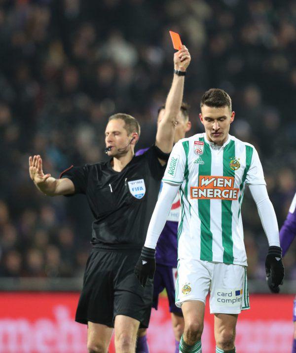 Dejan Ljubicic sah die Rote Karte und leitete damit die 1:6-Blamage im Wiener Derby ein. Gepa