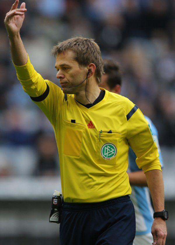 DFB-Videochef Jochen Drees war selbst jahrelang ein Spitzenschiedsrichter.GEPA