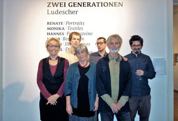 Familienfoto in der Villa Claudia mit Renate, Jakob, Monika, Rafael, Hannes und Tobias Ludescher (v.l.).Wolfgang Ölz (2)