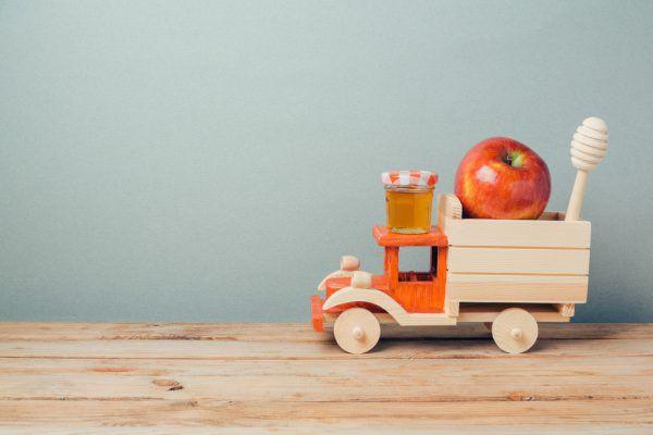 Holzspielzeug ist wieder in.Shutterstock
