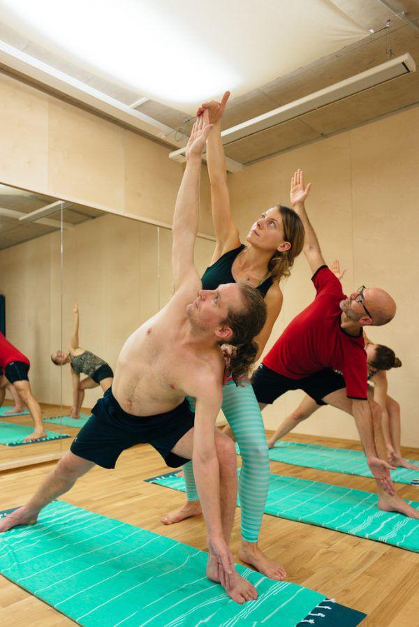 In der HotYogaBox wird professionell und mit viel Freude yogiert.nussbaumerphotography