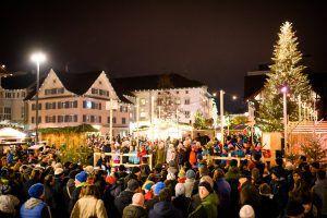 Weihnachtlicher Marktplatzglanz