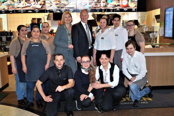 Loek Versluis mit Ehefrau und dem Team McDonald's Hard.Ritter (5)