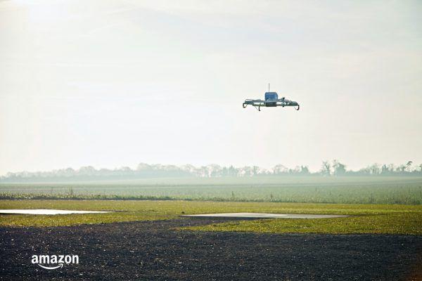 Strenge Vorgaben der Luftfahrtbehörden behindern die Pläne zur Paket-Auslieferung per Drohne.AP