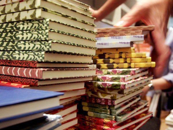 Weniger Haushalte kaufen in Deutschland Bücher. APA