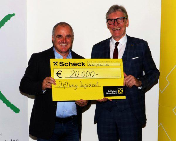 Wilfried Hopfner (r.) übergab die Spende an die Verantwortlichen von Jupident.Raiffeisenlandesbank Vorarlberg