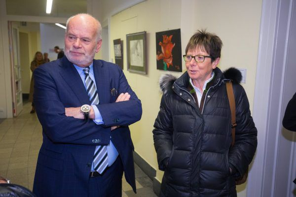 Annemarie Moser-Pröll, hier mit Kahr-Anwalt Manfred Ainedter, wartete sieben Stunden und musste am Ende doch nicht aussagen. Hartinger