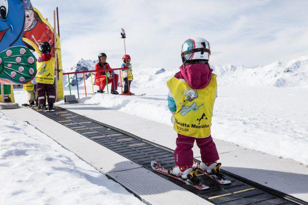 Auf Förderbändern lässt sich am besten Liftfahrenlernen.Silvretta Montafon/Daniel Zangerl (1), sonntag-Stein (2)