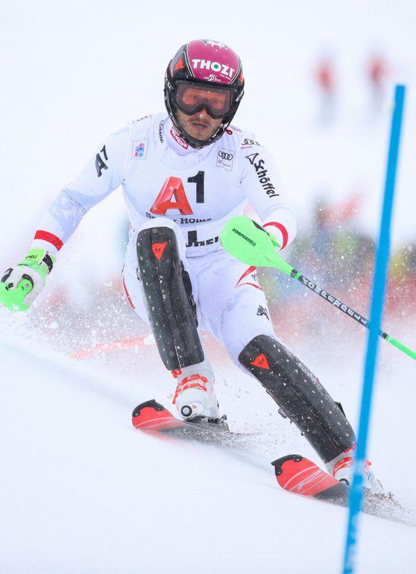 Beim Slalom behindert der Schneefall die Läufer kaum. Gepa