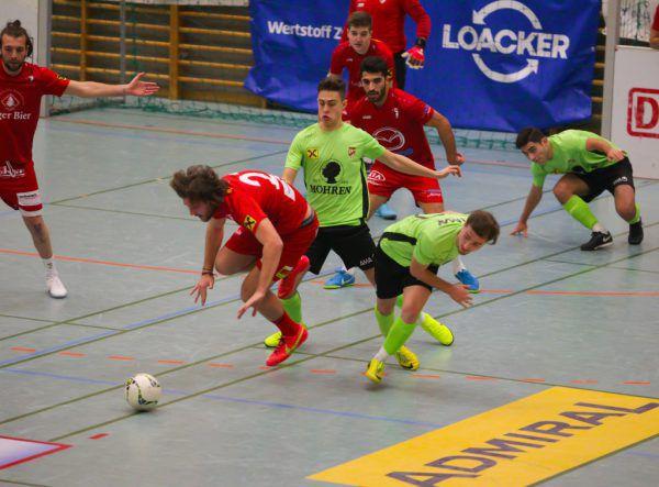 Das Duell der Vorarlbergligisten. Die Abwehr des FC Egg (rot) machte im Spiel gegen Austria Amateure dicht. Hartinger