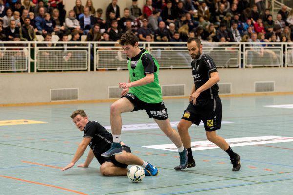 Der SC Göfis (grün) ist die große Überraschung im Finale. Hier setzen sich die Kicker gegen den Dornbirner SV durch. Stiplovsek