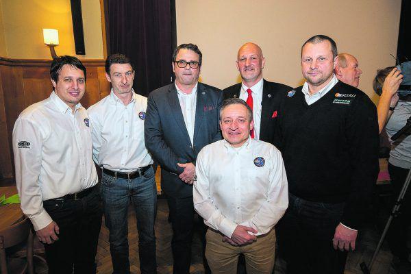 Der VEU-Vorstand um Philip Mayer, Sven Lebeda, Daniel Witzani, Reinhard Pierer, Boss Pit Gleim sowie Geschäftsführer Michael Lampert.SAMS, Hartinger