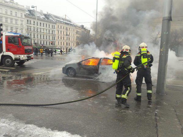 Der Wagen brannte aus.APA