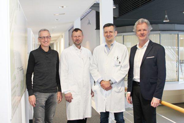 Die Geschäftsführung der Krankenhaus-Betriebsgesellschaft mit dem neuen Primar Gabriel Djedovic (2. von rechts).KHBG