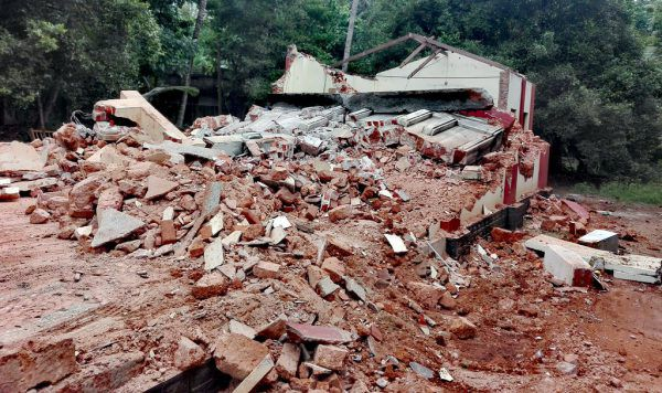 Die Kirche ist bei Überflutungen zerstört worden und soll wiederaufgebaut werden.Privat (3)