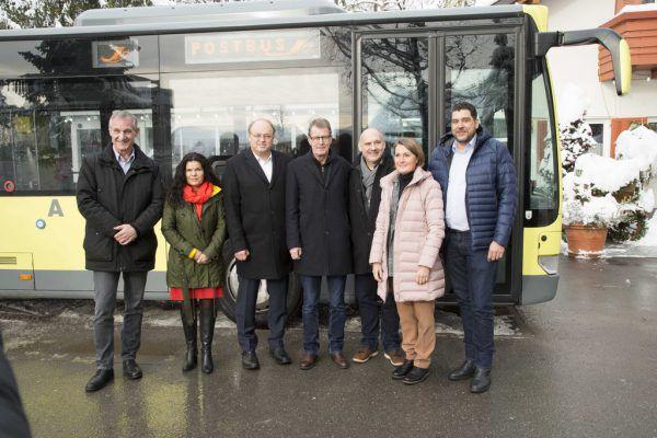 Die kooperierenden (Vize-)Bürgermeister (v.l.) Markus Linhart, Sandra Schoch, Elmar Rhomberg, Manfred Flatz, Peter Halder, Angelika Moosbrugger und Harald KöhlmeierMPROVE