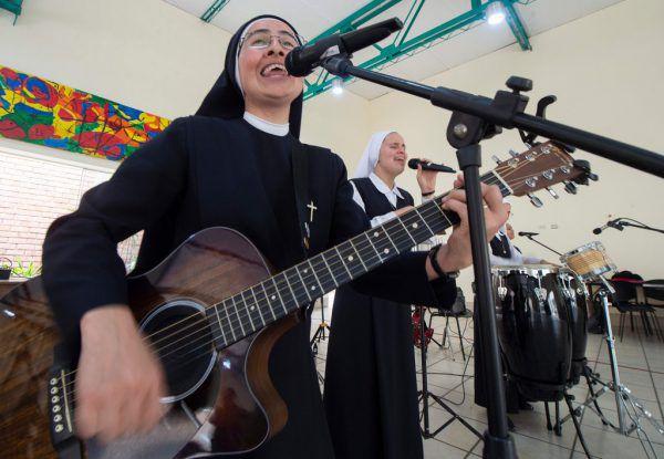 Die Siervas rocken bald für den Papst.AFP