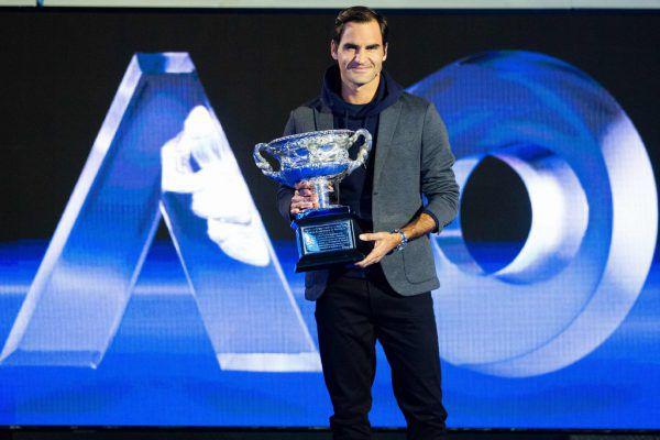 Dominic Thiem (oben) zählt zu den fittesten Spielern, ihm macht die Hitze weniger zu schaffen. Roger Federer (r.) siegte im Vorjahr in Australien.Gepa, AP