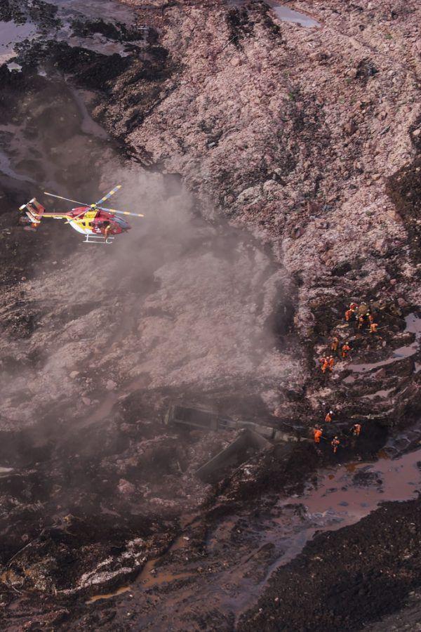 Fünf Hubschrauber wurden losgeschickt, um nach Überlebenden zu suchen und das Ausmaß der Zerstörung zu beurteilen.AFP