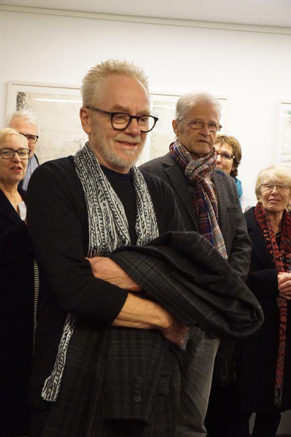 Genaues Hinsehen ist bei Tone Finks Zeichnungen gefragt. Kleines Bild links: Der Künstler bei der Vernissage. Galerie.Z (3)